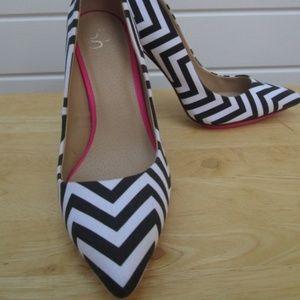 GX by Gwen Stefani Black & White Stripes Pumps 8M